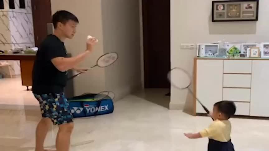 羽毛球:吉迪恩开始对我的下一代进行训练了!