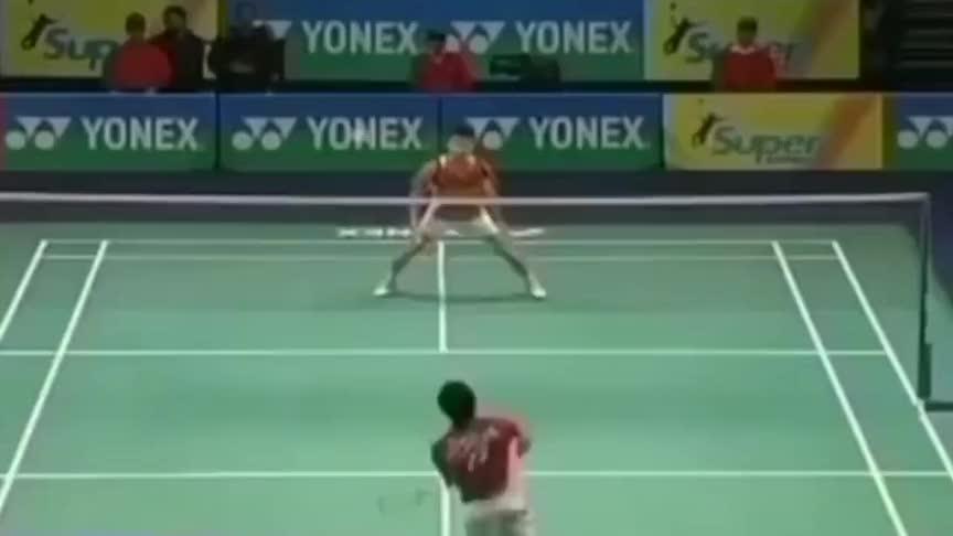 羽毛球:李宗伟和陶菲克的一招一式都令人印象深刻