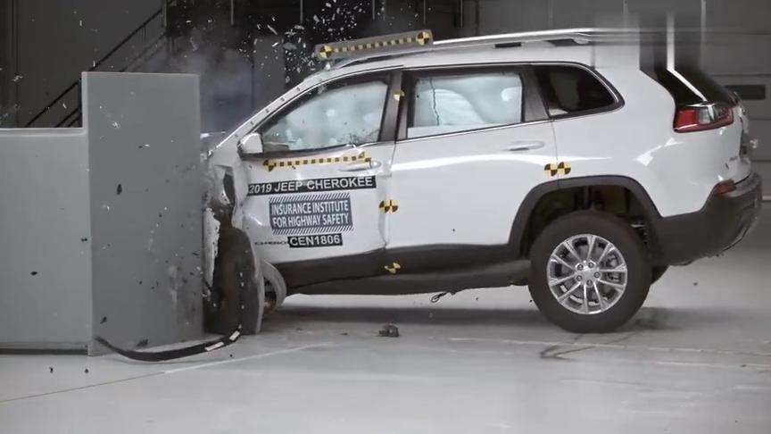 视频:Jeep自由光碰撞测试,买不买自己看着办!