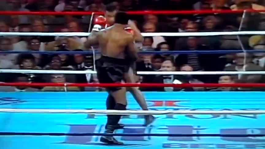 1米93大块头激怒身高不占优势的泰森,结果2次击倒,一拳KO