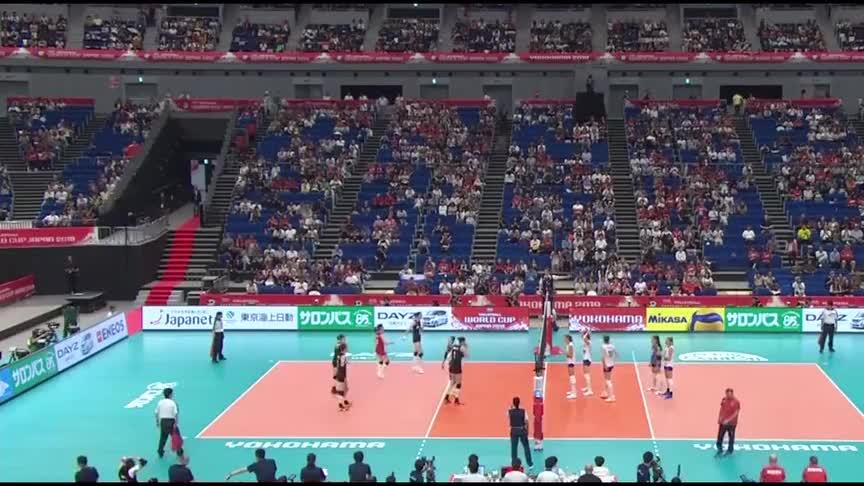 中国女排对阵俄罗斯,袁心玥的一个二号位背飞直接被对手拦住