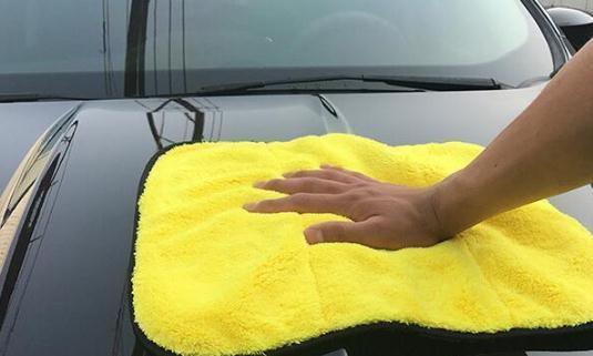 开车5年才知道:车上灰尘多别用毛巾擦,教你一招,车子天天崭新