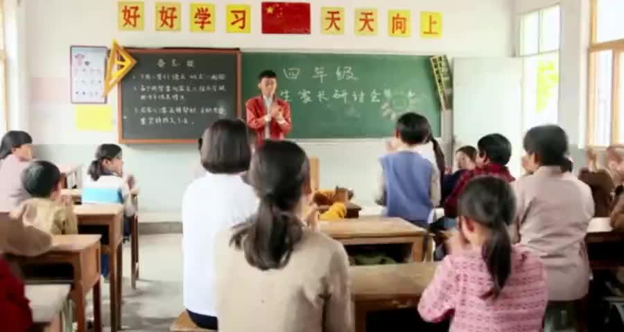 小草去给孩子开家长会萌娃在全班家长面前发言,听完大家全哭了
