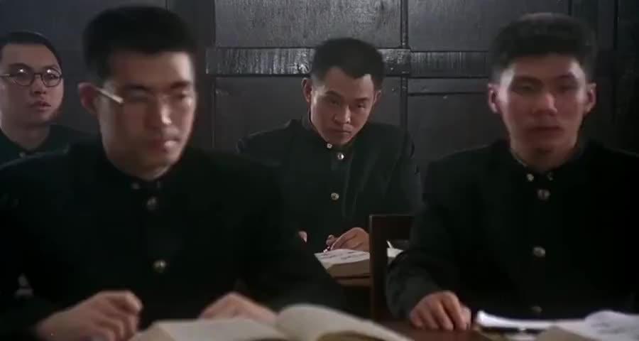 陈真在日本留学,谁料日本学生想赶走中国人,陈真一拳将对手打晕