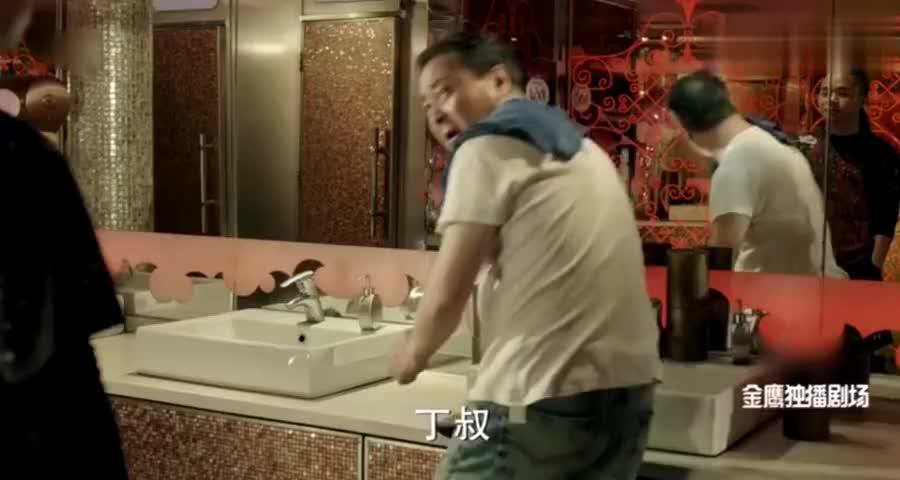 堂堂副市长丁义珍,如今沦落到在美国扫厕所,哭着说中国比这好