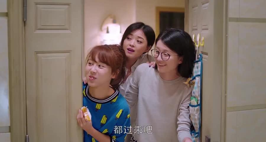 安迪请了小邱关关樊姐回家吃火锅,大家吃的可开心了,真温馨