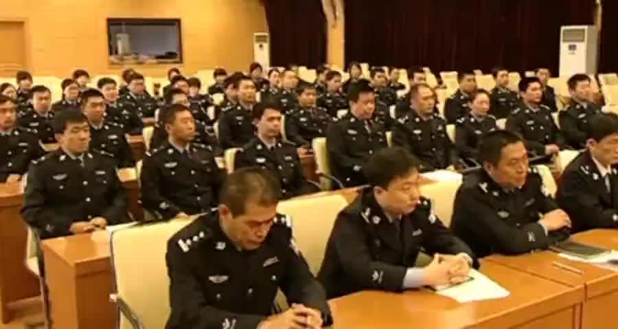 督察长暗访查出大问题,公安局长被点名站起来接受批评这下尴尬了