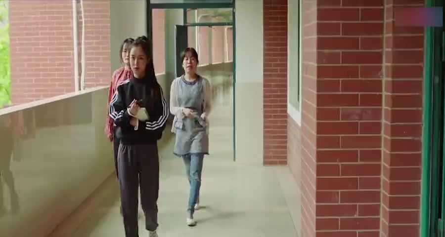 护士学校女生互相宣战了,没想到争夺目标竟是学校里的男同学