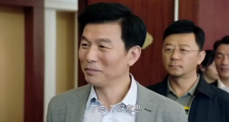 女总裁参加市长饭局,不料一说出前夫官位,全场官员都放下了筷子