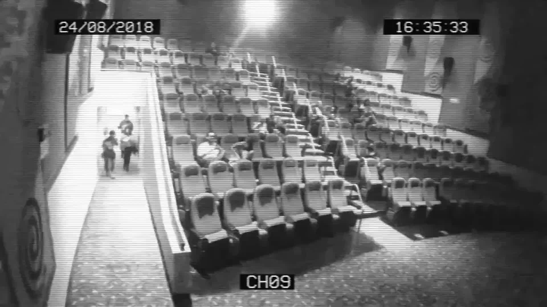 别想在电影院里胡作非为,你干的事监控一清二楚!
