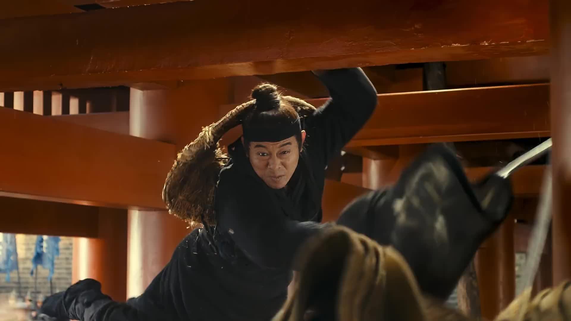 龙门飞甲:宦官跟李连杰打,被李连杰一刀结束性命