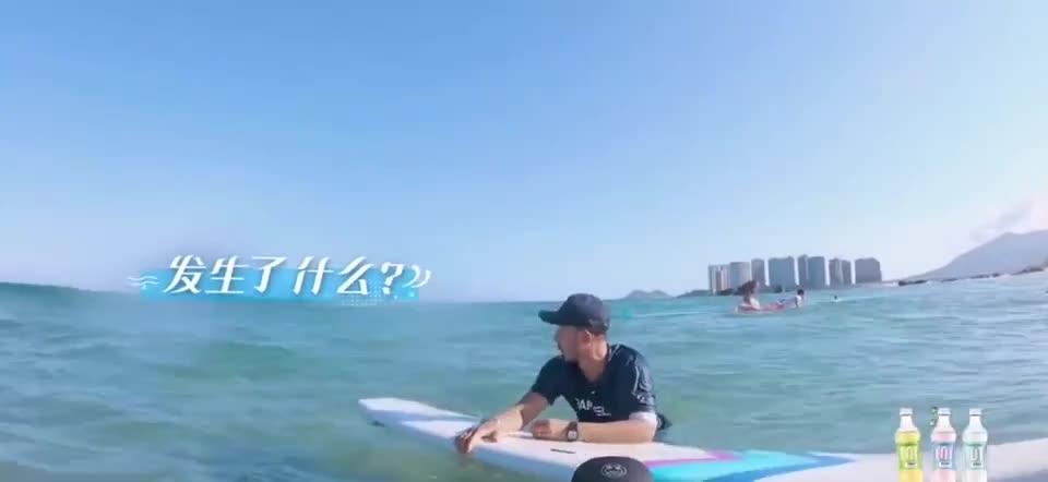 夏日冲浪店:王一博看到摩托艇眼睛都亮了 恨不得直接抢了