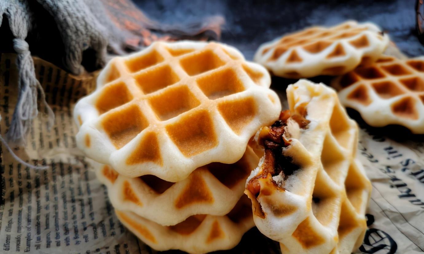 天气转凉,这道早餐小饼可上桌,红糖苹果馅儿,暖胃驱寒家人爱吃