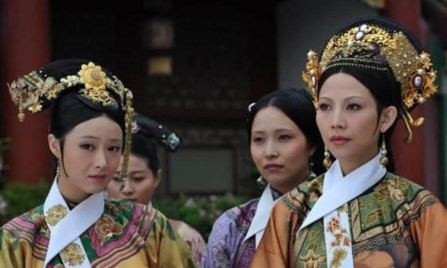 清朝宫女脖子上为啥挂着一条白绢?不是为了保暖,是为了方便皇帝