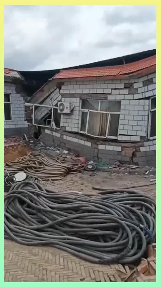 刚建好的房子竟然经不起一场雨真是豆腐渣工程