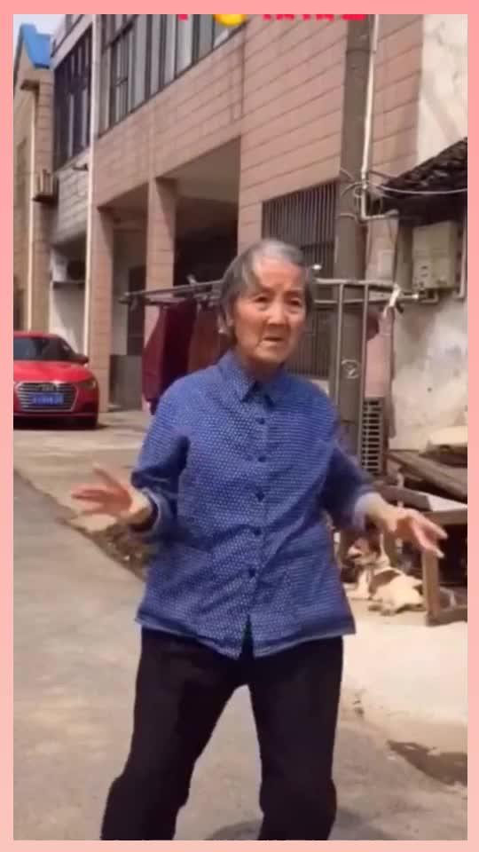 这个奶奶火了跳舞真棒下次要和老爷爷一起舞一曲
