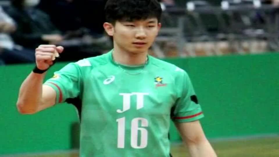 收到1000件礼物!刘力宾受日本球迷喜爱 回中国男排备战奥运