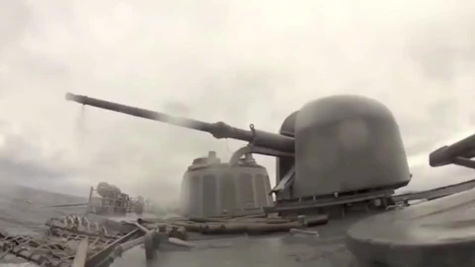 实拍美军护卫舰FFG-54福特号舰炮速射,弹壳还要吗?