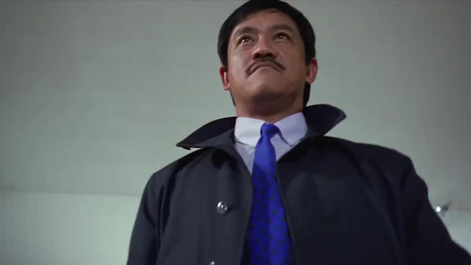 吴耀汉练习飞镖,结果每次都打在人身上,小伙:就这?
