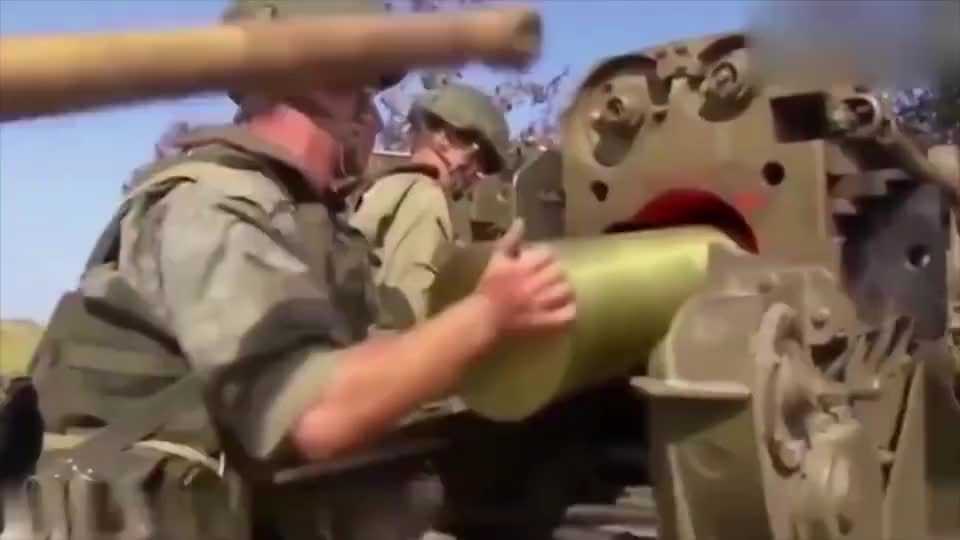 实拍俄罗斯火箭弹火力演习,真的太厉害了