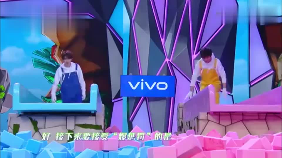快本:蔡徐坤滑梯玩出花样,竟然坚持这么久,简直活力满满!