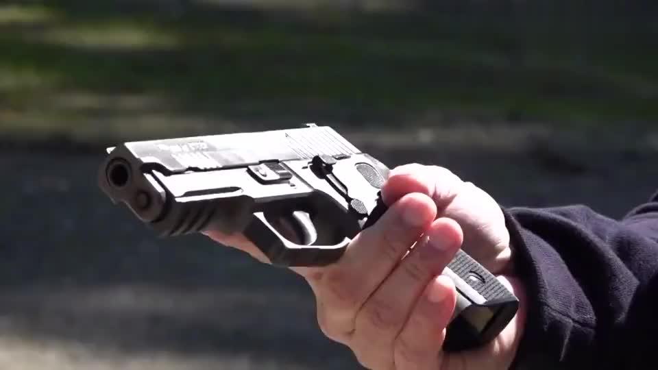 SIG系列半自动手枪,靶场射击实测,好枪一看就与众不同!
