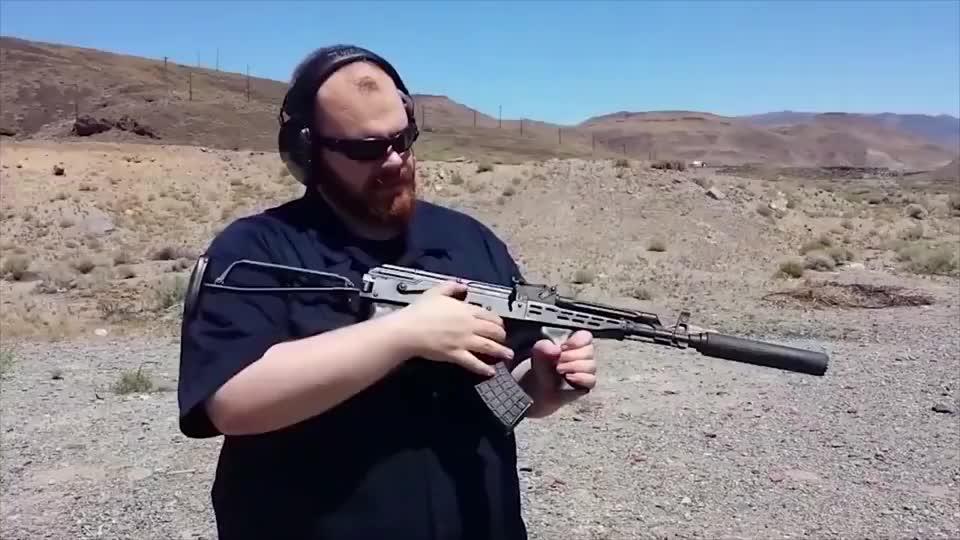 """突击步枪加上加拿大幻影消音器,这才是真正的""""幽灵死神"""""""