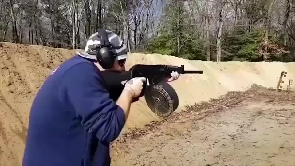 配上大容量弹鼓才是王道,Vepr12战术霰弹枪,玩的就是后坐力!