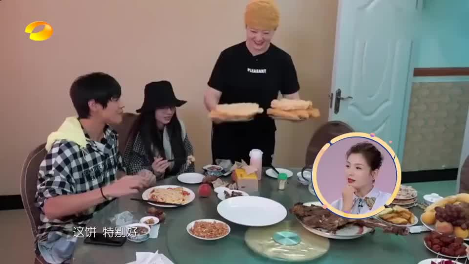 郭碧婷吃了几口就不吃了,向太这么帮她解释 看来豪门地位稳了!