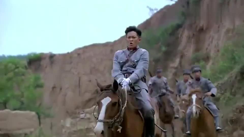 张吉安带着兄弟去抓铁梨花,铁梨花二话不说撒腿就跑,反应超快