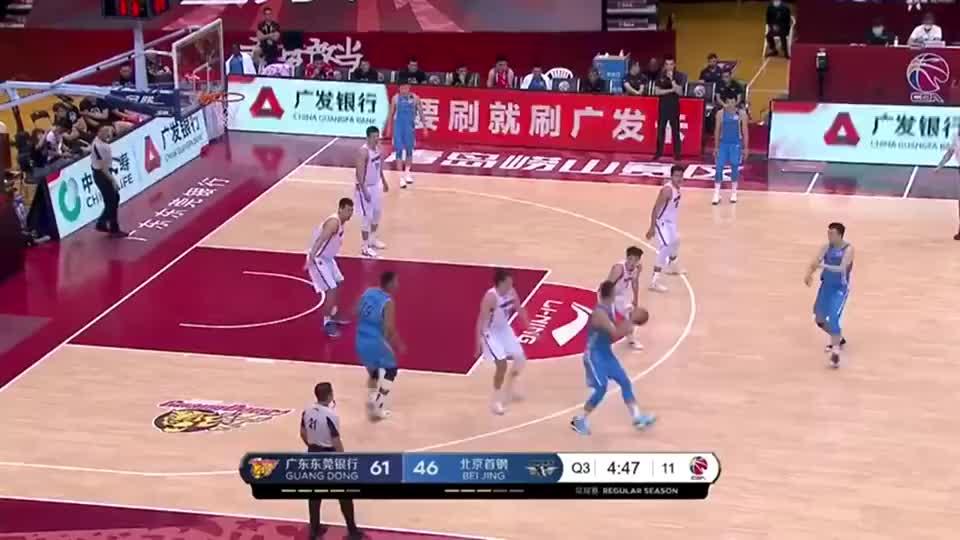 刘晓宇高难度三分压哨命中,赵睿反击上篮强势回应