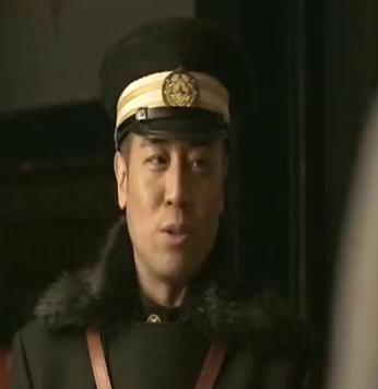 看着本来应该辞职的老年,升官配枪之后,常青不太高兴