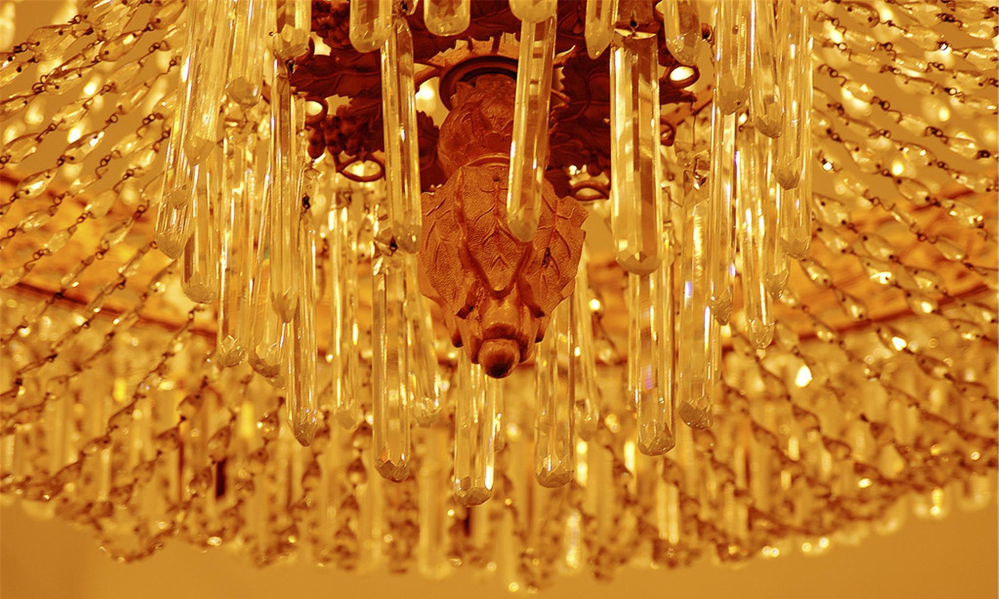 客厅里装个水晶吊灯吗?一定会blingbling的吗?
