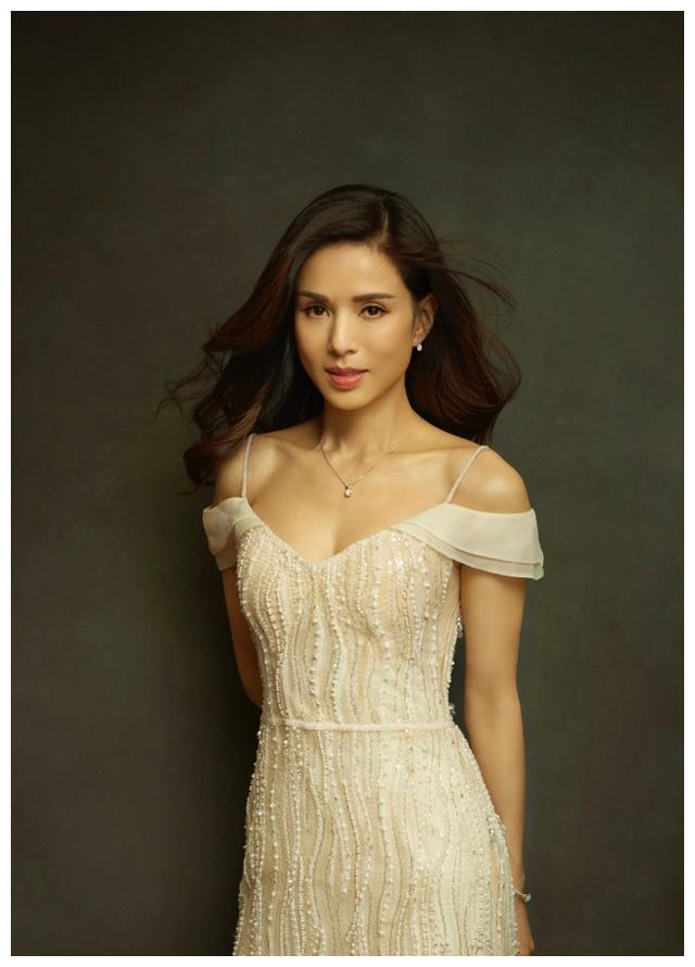 李若彤气质我给100分!热爱运动的女神与众不同,白裙美得高级