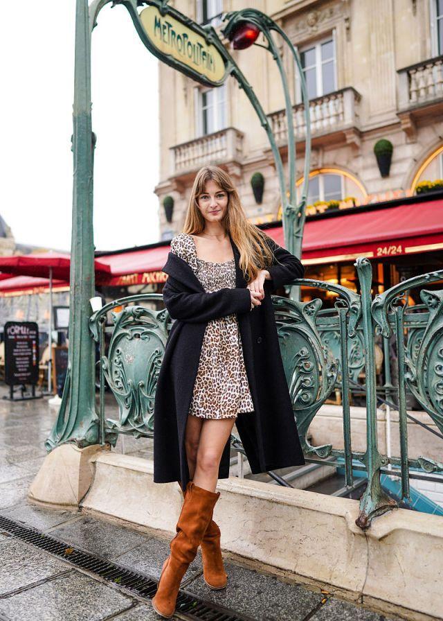时尚街拍:呢子大衣搭配豹纹裙 优雅大气
