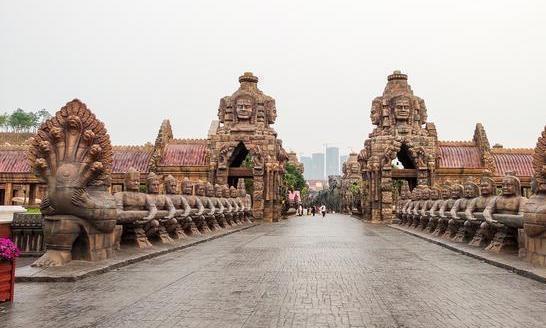 """看吴哥窟非要去柬埔寨?广西南宁""""吴哥窟"""",吸引众多中外游客"""