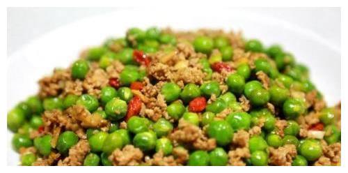 日食三餐:豌豆炒肉末,剁椒鱼头,铁板鱿鱼,马蹄炒鲜虾的做法