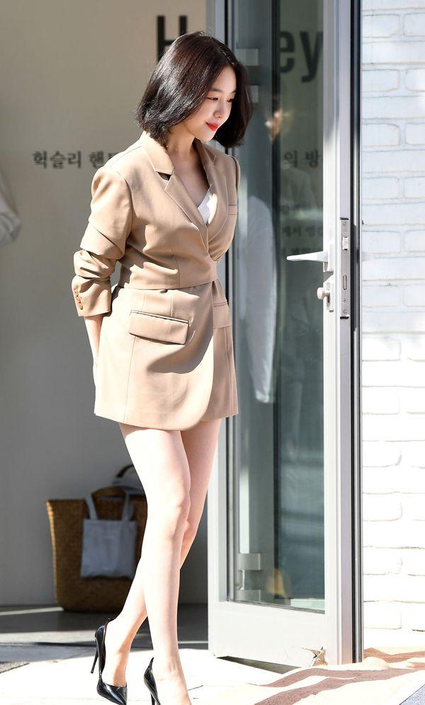 Girls Day方敏雅只穿一件西装大展美腿优势,漂亮的让人犯规