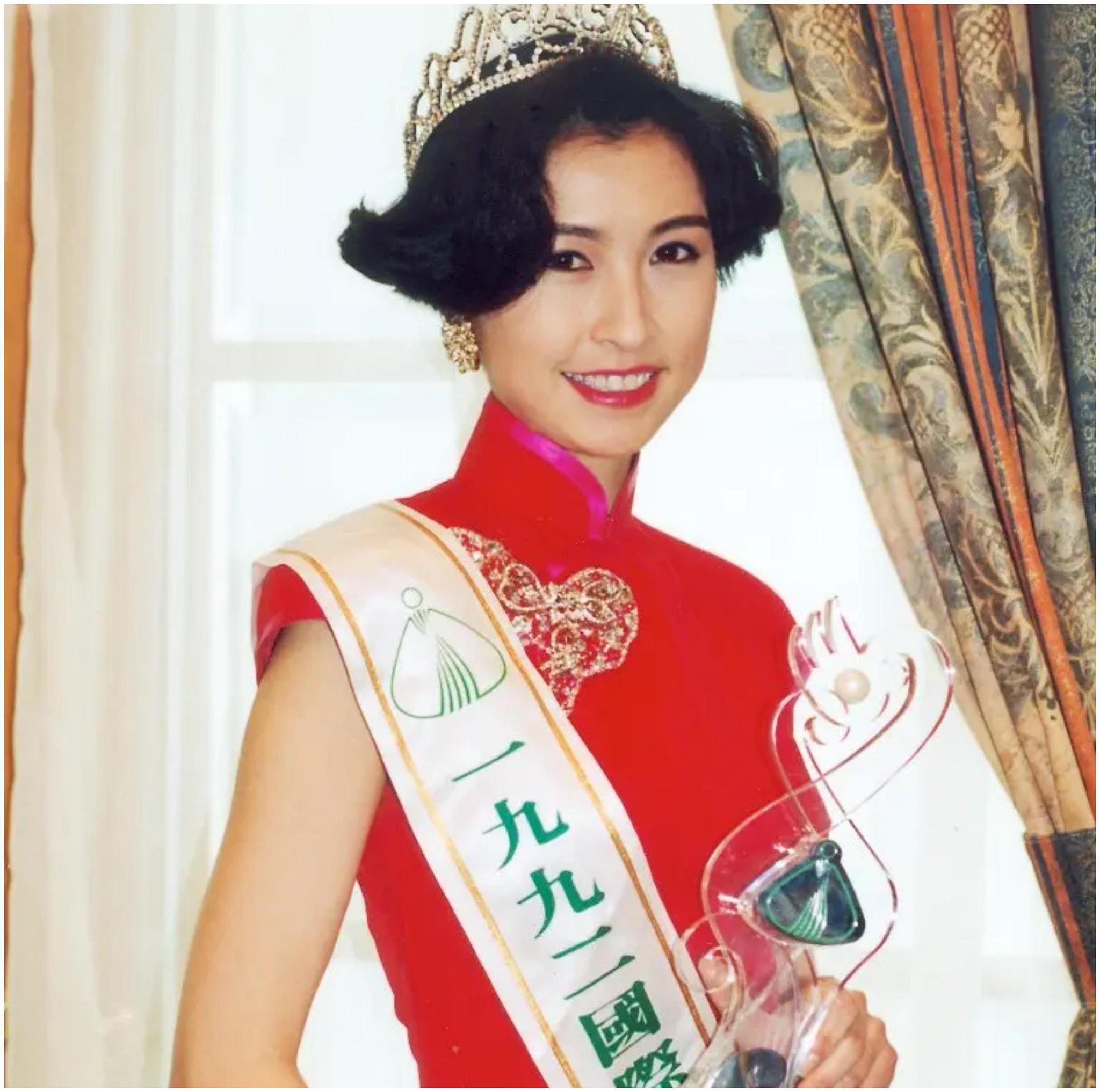 """她21岁艳压蔡少芬夺冠,后不顾流言""""下嫁""""刘青云,如今怎样了"""