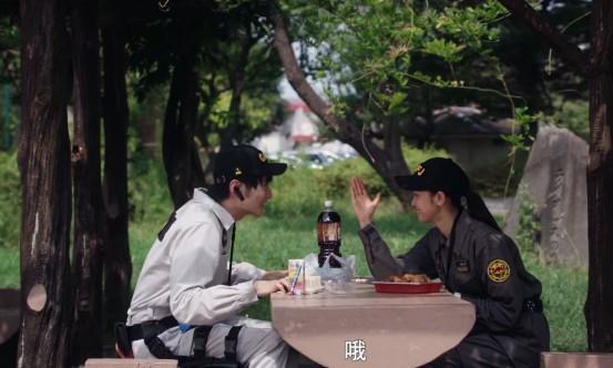 泽塔奥特曼:洋子掰手腕的原因曝光,遥辉和洋子的感情继续升温