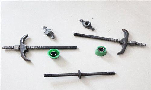 在使用过程中 如何防止止水螺杆的螺帽松动?