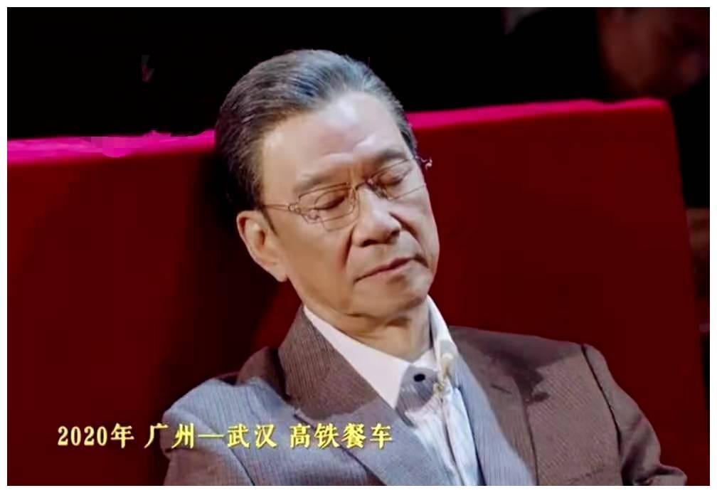 74岁老戏骨王学圻,神还原钟南山餐车小憩,网友:缺少疲惫感