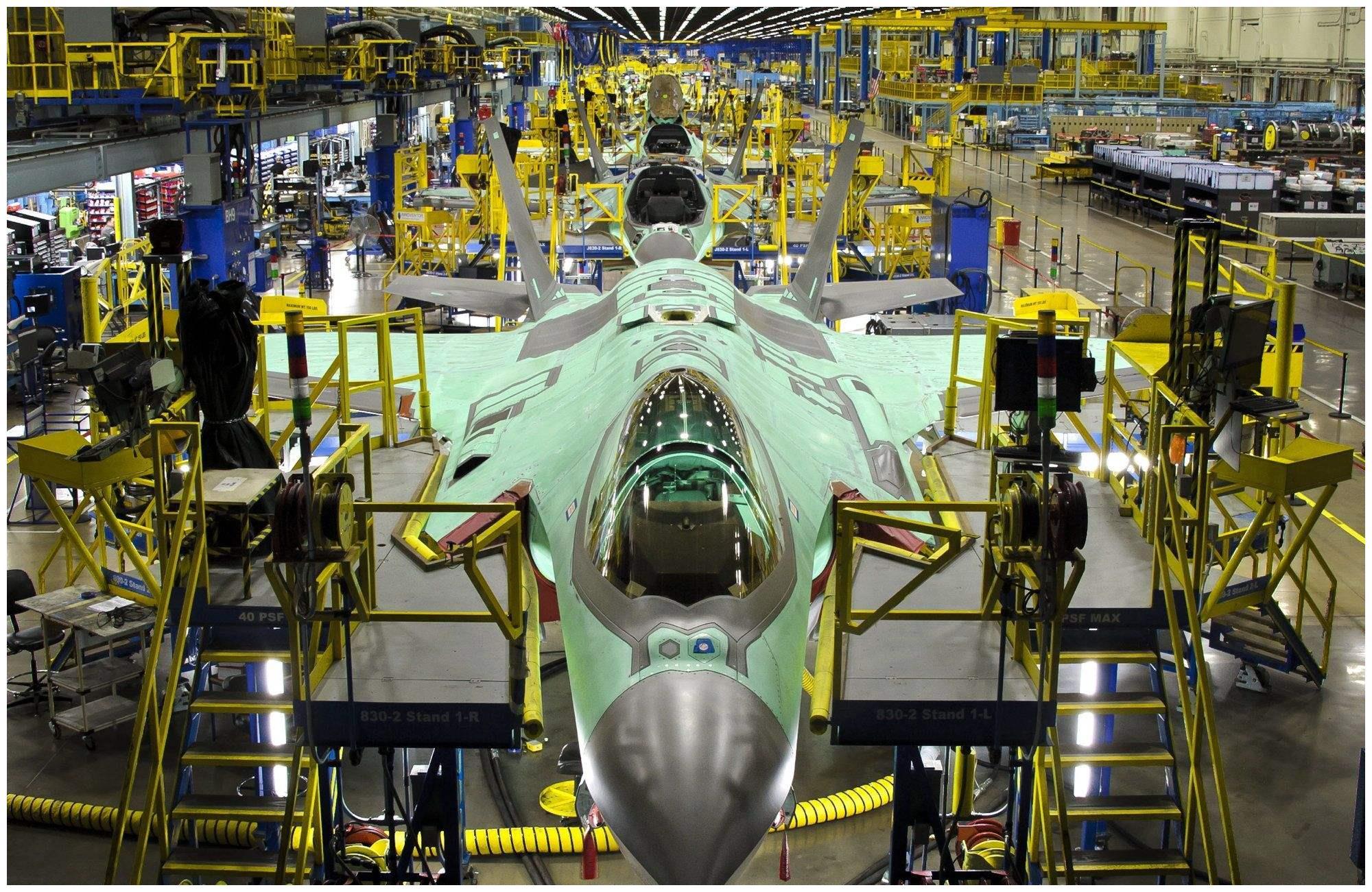 同样面对疫情,为何F-35工厂相继歇业,歼-20工厂却做起口罩?