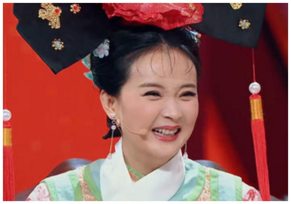 """46岁王艳重回影视圈,近照双手叉腰一脸疲惫, """"晴儿""""回不去了"""