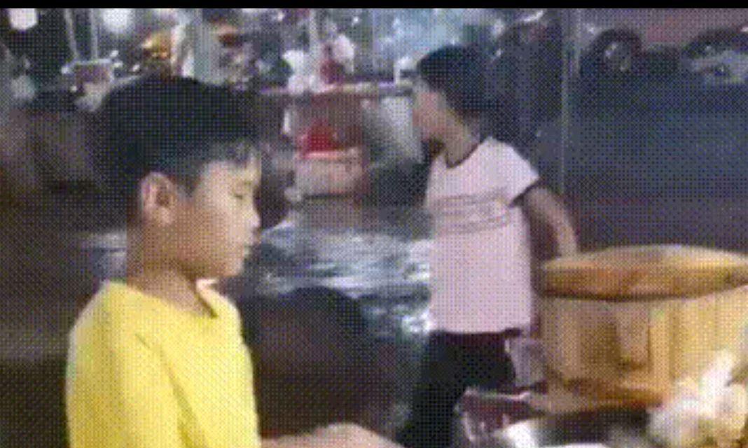 夜市炒粉,9岁孩子撑起一个家