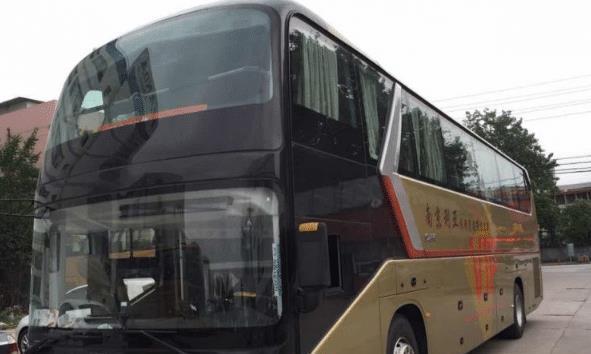 同样是大型汽车,为啥客车的驾驶舱很低,而货车的却很高?