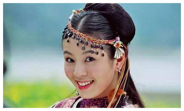 曾比胡歌刘亦菲还要红,却在17岁时跌入低谷,如今过得怎样