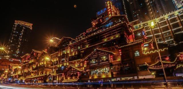 夜生活极为丰富的地方,夜越深越热闹,晚上的消费要比白天还高