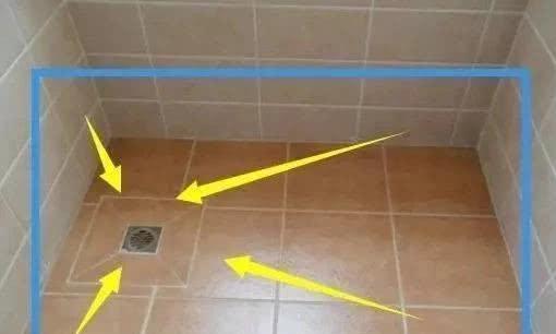 """淋浴房装修,老婆坚持做""""四边走水""""泥工师傅:碰到""""行家""""了"""