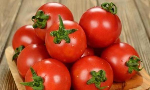 """菜农4招教你辨别""""激素""""西红柿,让你百分百吃到放心西红柿!"""